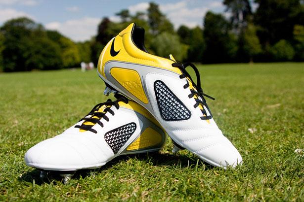 Histoire des chaussures de football