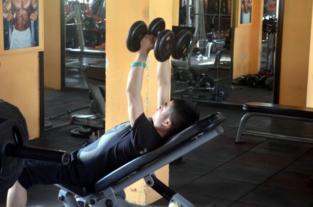Comment effectuer ses premiers pas dans la musculation